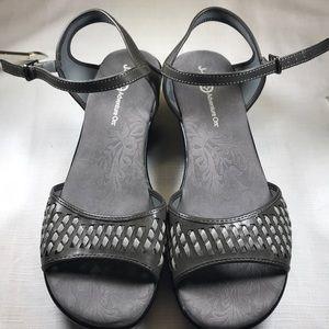 Shoes - J-41 Adventure on women's sandals